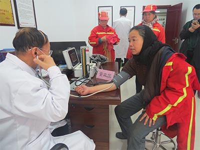 """太原肤康中医皮肤病医院举办""""关爱城市美容师""""暖冬行动"""